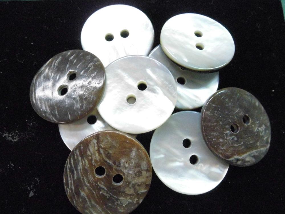 524SM 黒蝶貝(2穴) 30mm 厚約3mm  1個 60円(税込)