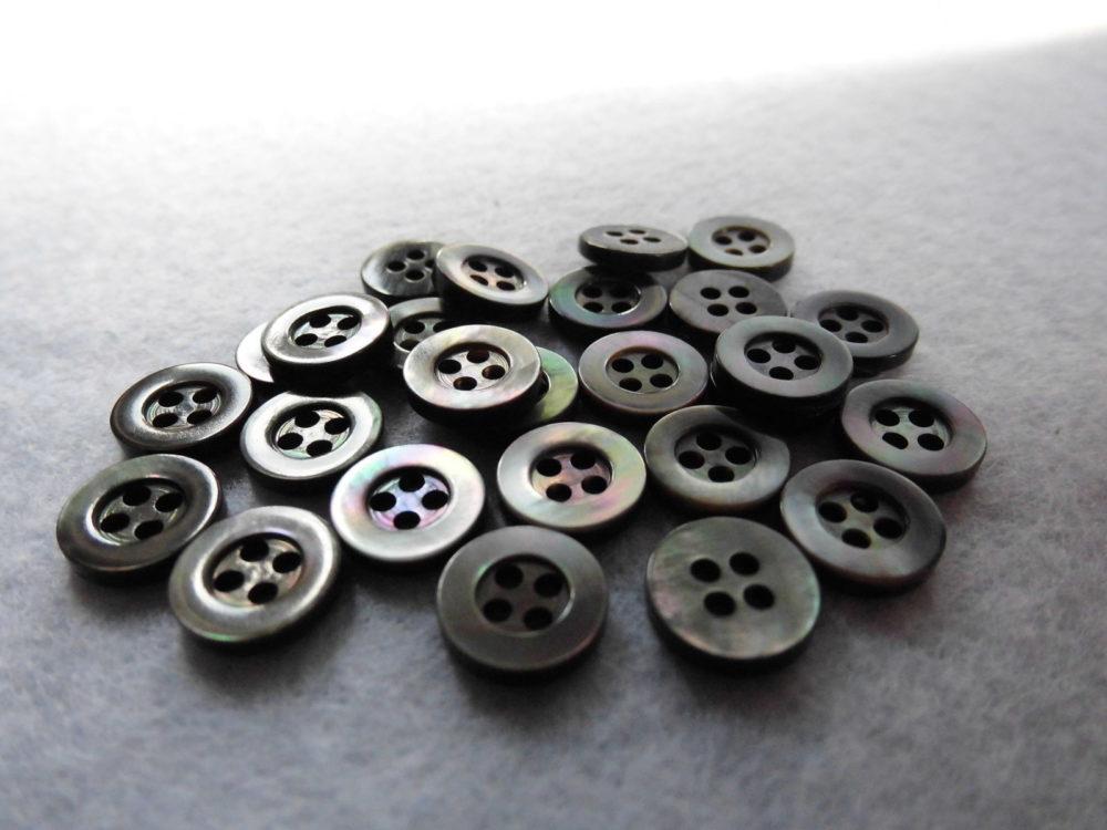 125TM 黒蝶貝 (4穴) 9mm  1個20円(税込)