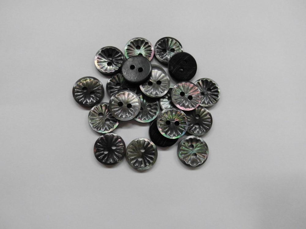 126TM 黒蝶貝 (2穴) 11.5mm  1個30円(税込)